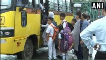 ਕਸ਼ਮੀਰ ਵਿਚ ਸਖ਼ਤ ਸੁਰੱਖਿਆ ਹੇਠ ਸਕੂਲ ਗਏ ਬੱਚੇ
