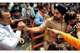 Singh Is King: ਜਦੋਂ ਸਿੱਖ ਪੁਲਿਸ ਵਾਲੇ ਨੇ ਮੁਸਲਮਾਨ ਮੁੰਡੇ ਨੂੰ ਭੀੜ ਤੋਂ ਬਚਾਇਆ